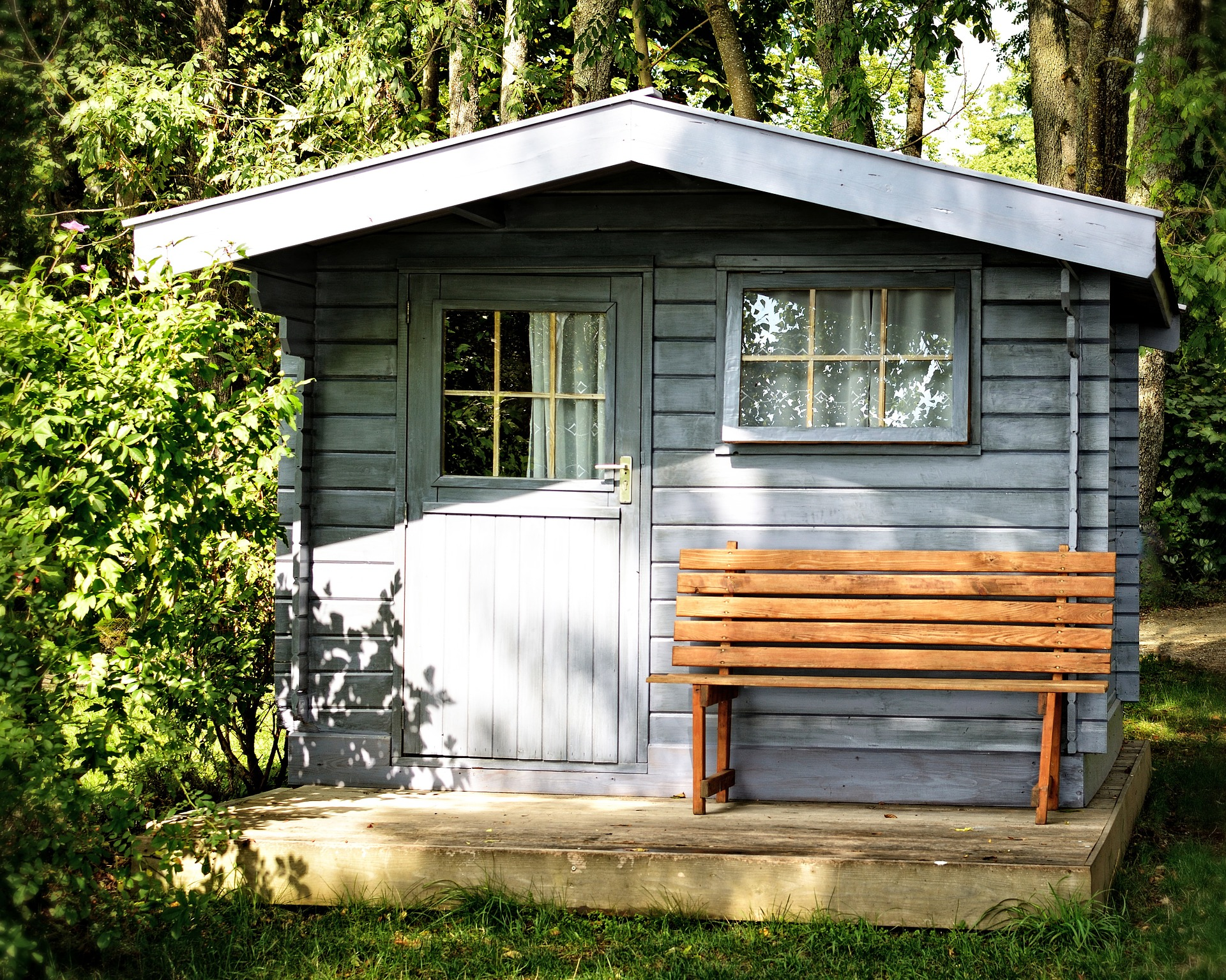 Shed roofing materials which is right for you edecks blog - Abris de jardin en bois castorama ...